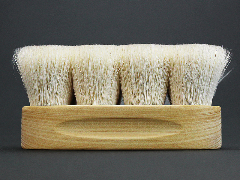 THE BRUSH for high shine